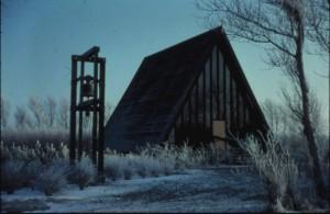 Her ses Lindevejskirken inden den blev revet ned og ombygget til den første hytte